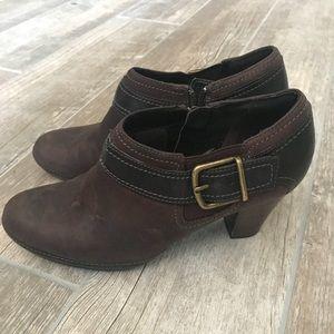 CLARKS ARTISAN - Brown Suede Leather Booties Zip